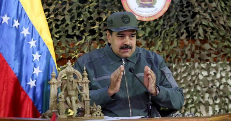 """Presidente de Venezuela Asegura que Viajó al Futuro y Vio que """"Todo Estará Bien"""" en el País"""