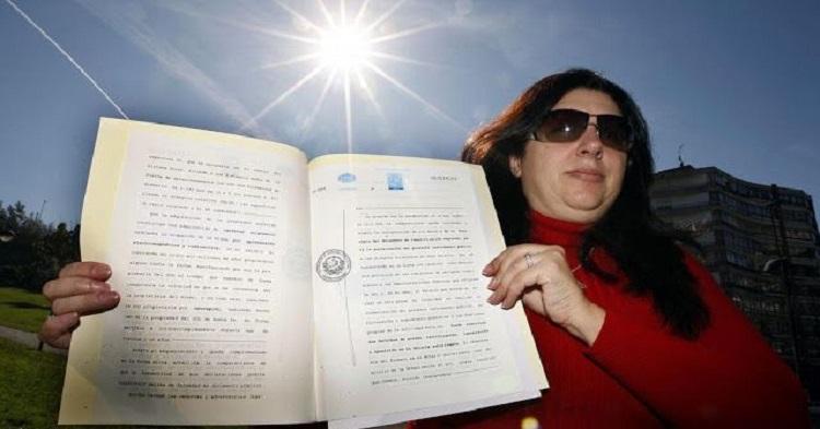 Mujer Dice ser la Dueña del Sol y Quiere Cobrar por su Uso