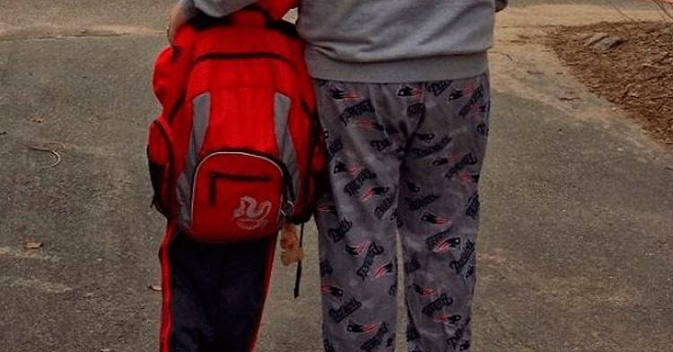 """Escuela Prohíbe la Entrada a Papás """"Fodongos"""""""